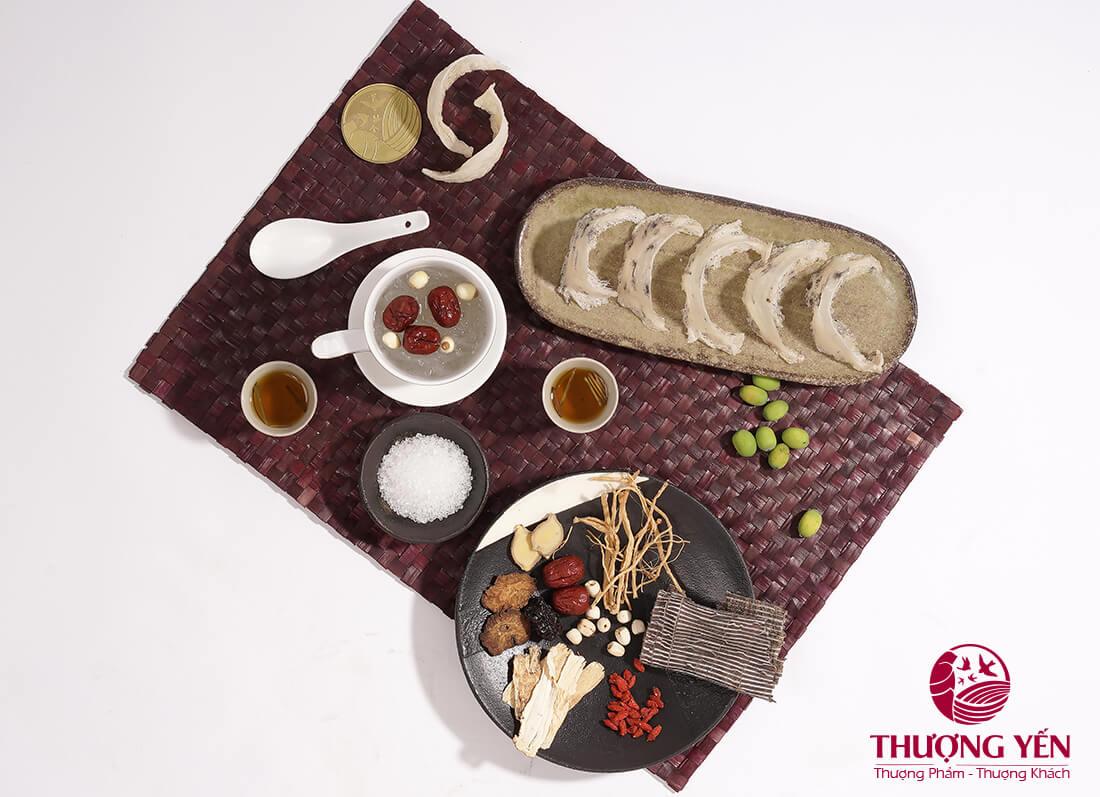 Yến sào có thể kết hợp nhiều nguyên liệu để chế biến các món ăn giàu dinh dưỡng