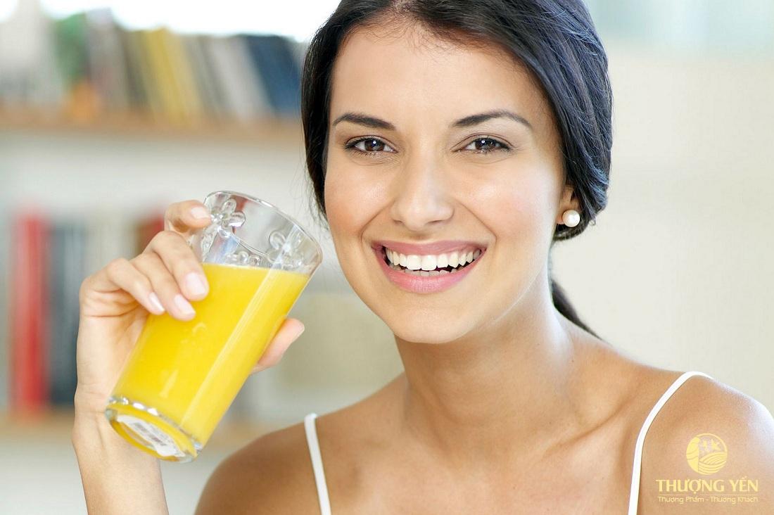 Mẹ bầu nên thường xuyên ăn cam tươi hoặc uống 1-2 ly cam ép mỗi ngày