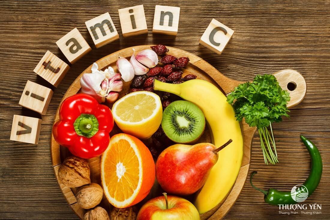 Mẹ sau sinh mổ nên ăn các thực phẩm giàu Vitamin C