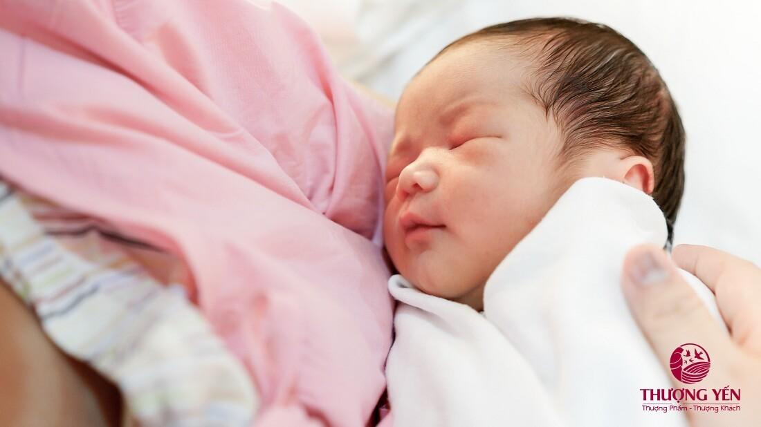 Mẹ sinh mổ thiếu sữa và giải pháp không thể bỏ qua