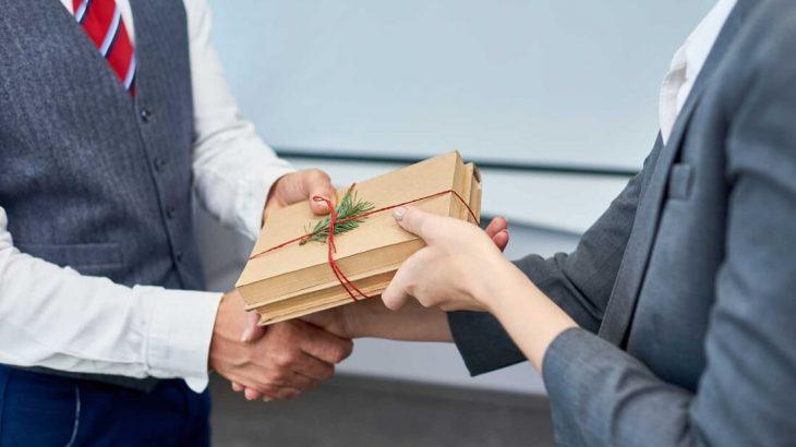 Quà tặng cho đối tác nam: chọn gì để không bao giờ lỗi mốt?