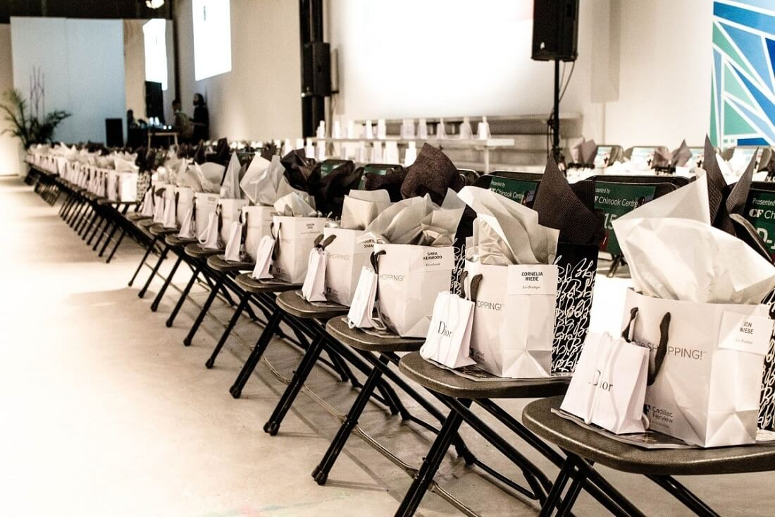 Doanh nghiệp đã biết cách gây ấn tượng bằng quà tặng hội nghị khách hàng?