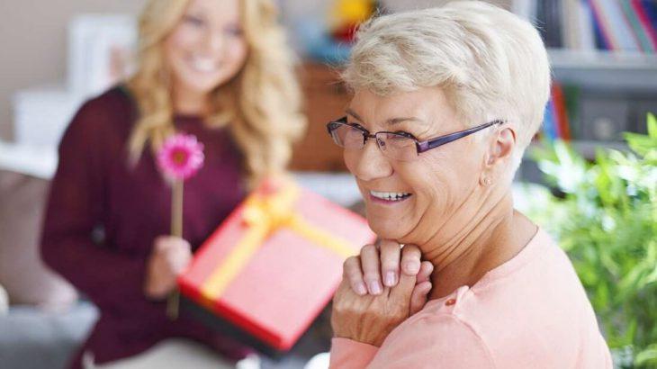 Tặng quà tết cho người lớn tuổi