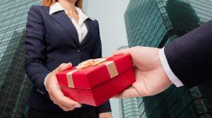 Nghệ thuật tặng quà cho đối tác: sai lầm nào nên tránh?